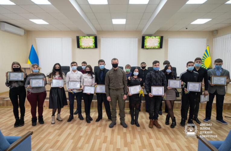 В Краматорске вручили ключи от квартир детям-сиротам