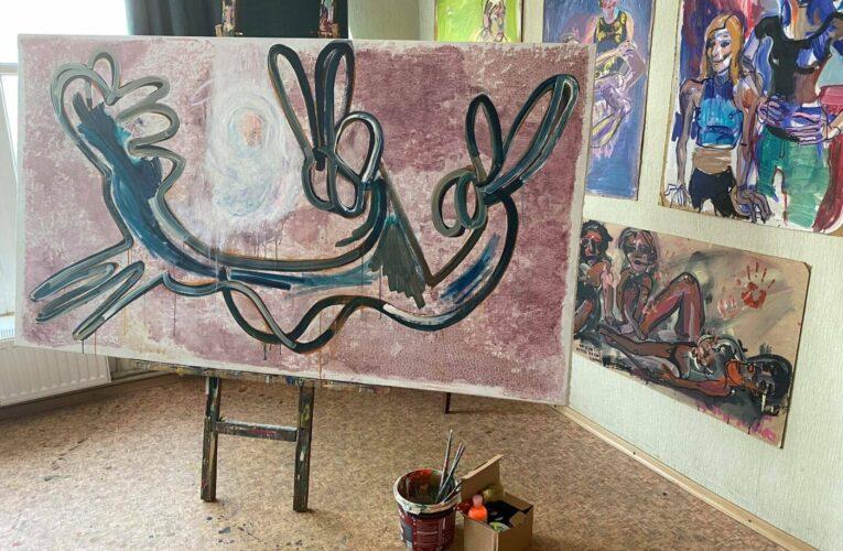 В Бахмуте представили выставку современного искусства